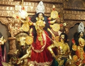 BEAUTIFUL-GOLDEN-STATUE-OF-MAA-DURGA-HAPPY-DURGA-PUJA